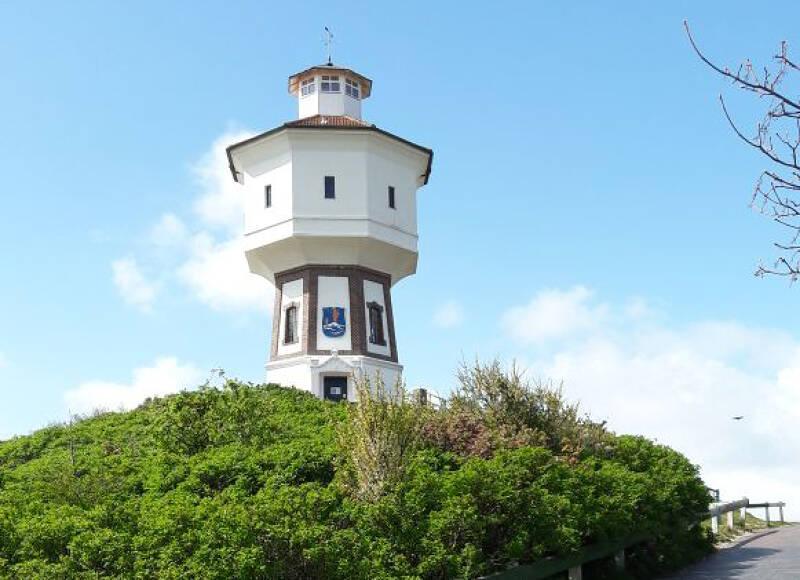 Der Wasserturm ist das Wahrzeichen von Langeoog