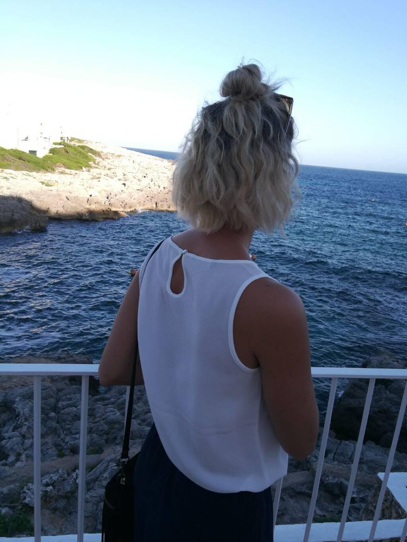 Türkisfarbenes Wasser und schöne Buchten von Menorca