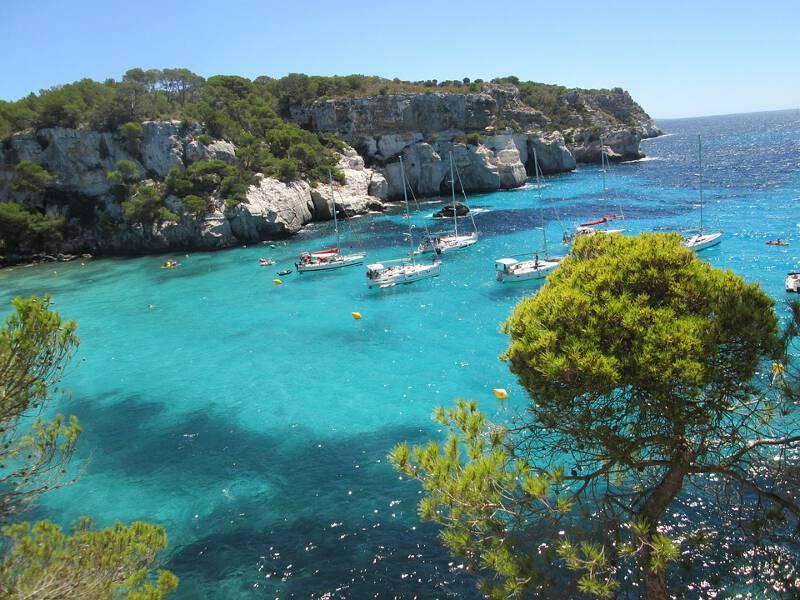 Menorca zeichnet sich durch richtige Traumbuchten aus