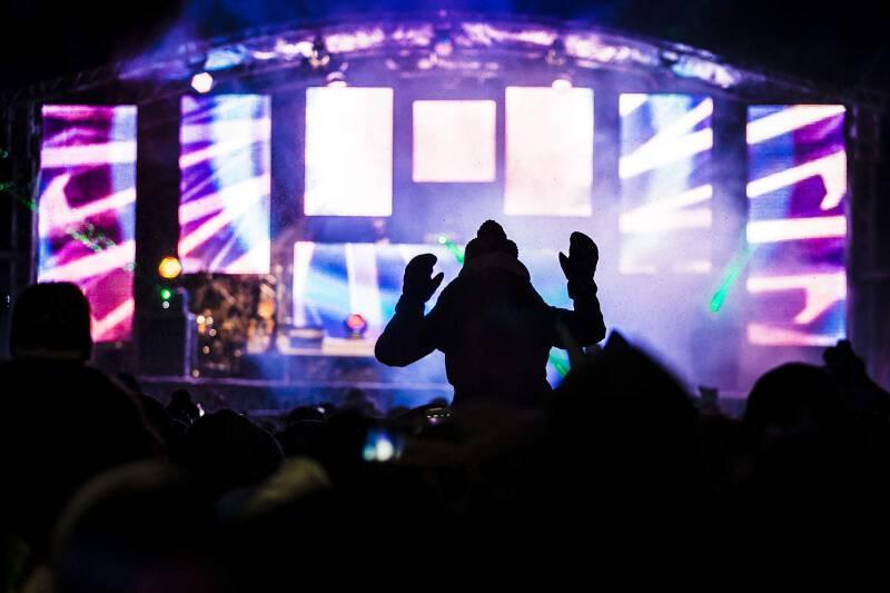 Electric Mountain Festival, EMF, Funzone Giggijoch, Sölden, Robin Schulz, DJ, Publikum, Menschen, Party, Bühne, Laser, Winter, Nacht, Abend