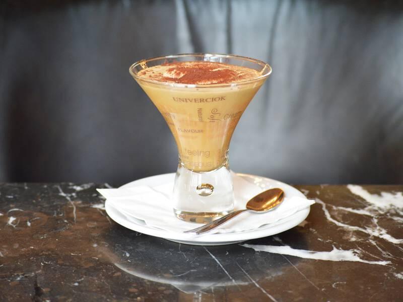Leckeren Barista-Kaffee trinken in Budapest
