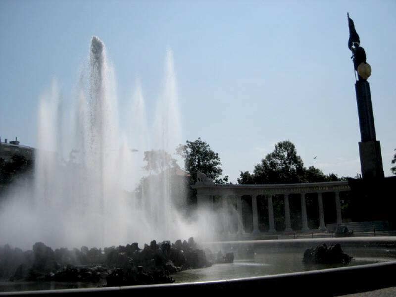 Viele Parks in Wien haben Springbrunnen, die Ihr bestaunen könnt