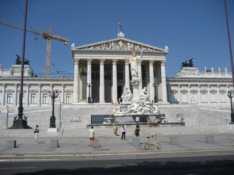Eines der ältesten Gebäude in Wien ist das Parlament